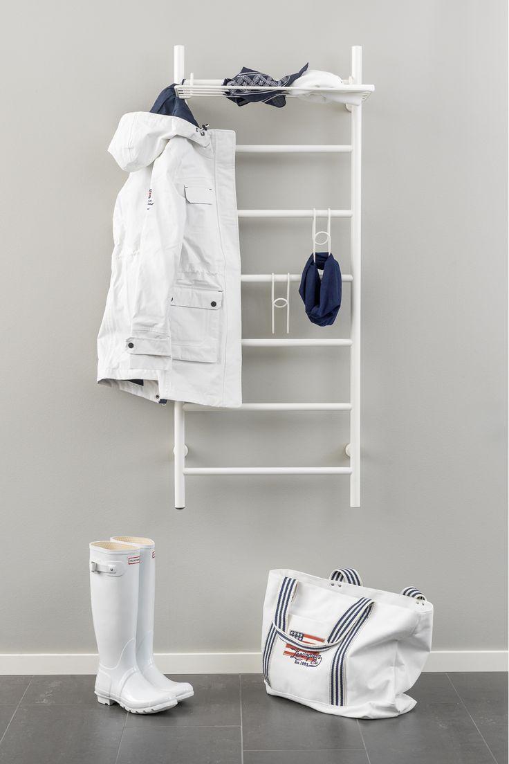 Kotimainen Rej Design –kuivauspatteri voidaan toimittaa myös valkoisena tai tilauksesta RAL- sävytettynä muuhun sisustukseen sopivaksi. Lämmin vesi- tai sähkötoiminen kuivain on mainio, vaivaton, energiatehokas ja vähän tilaa vievä apuväline myös ulkoiluvaatteiden kuivatuksessa. Kuvan kuivauspatteri sähkötoiminen Tango EH 50130, mitat L 570mm x K 1300mm + lisävarusteina Rej Design Pivo 50 –hylly sekä kenkä/lapasripustimet valkoisena RAL 9010. #RejDesign #Habitare2015 #avainmerkki…