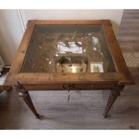 Antiek :: Antieke Vlaamse vitrine tafel