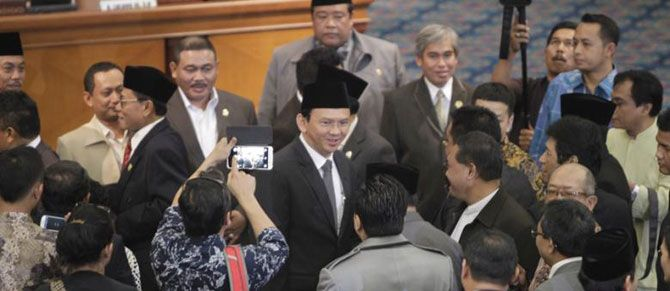 Basuki Tjahaja Purnama (Ahok) secara resmi menjadi Gubernur DKI Jakarta definitif setelah dilantik Presiden Joko Widodo.