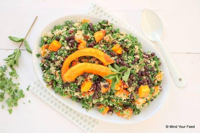 Op koude winterse dagen word ik heel blij van deze couscous met pompoen en boerenkool. Met zwarte bonen in deze vega salade mis je het vlees niet.
