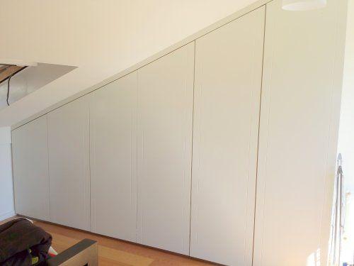 Inbouwkast onder schuin dak met push-open deuren