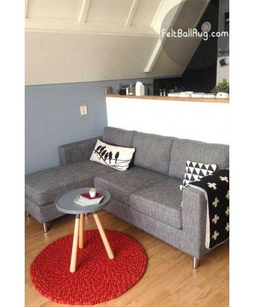 A sweet small rug for a small coffee table. Happy customers…