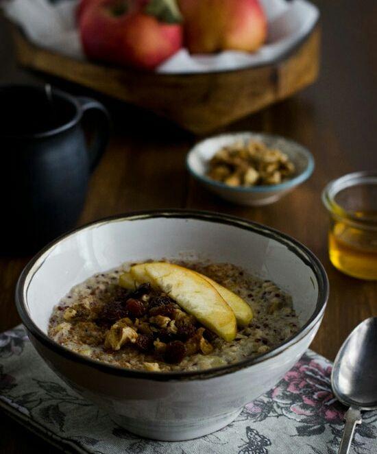 Ζεστό πρωινό με βρώμη και μήλο