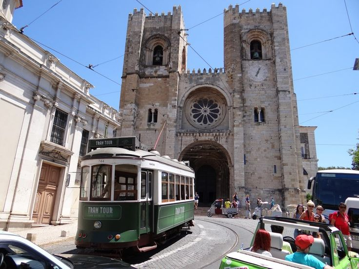 Lisbon, the charming capital of Portugal. Read more: http://www.imperatortravel.ro/2016/03/city-break-blue-air-lisabona-metropola-care-iti-intra-pe-sub-piele.html