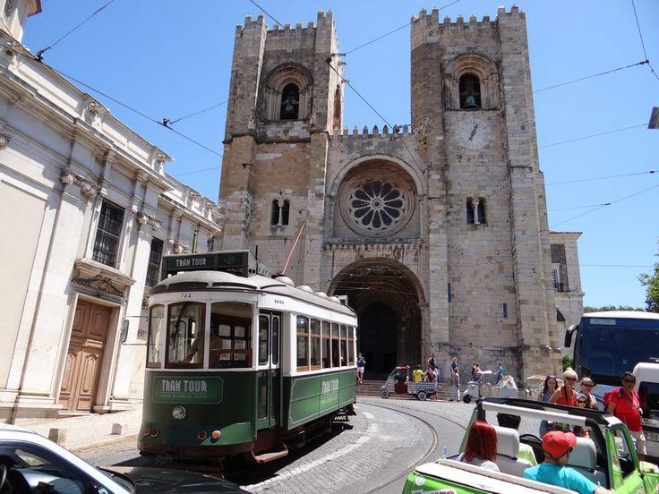 Lisbon, the charming capital of Portugal. Read more: http://www.imperatortravel.ro/2016/03/city-break-blue-air-lisabona-metropola-care-iti-intra-pe-sub-piele.html