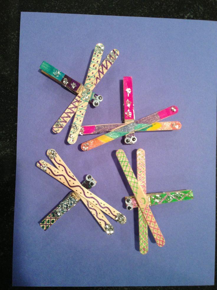 popsicle stick dragonfly, #craft, children, summer, elementary school, #knutselen, kinderen, basisschool, libelle van ijslollie stokjes, zomer
