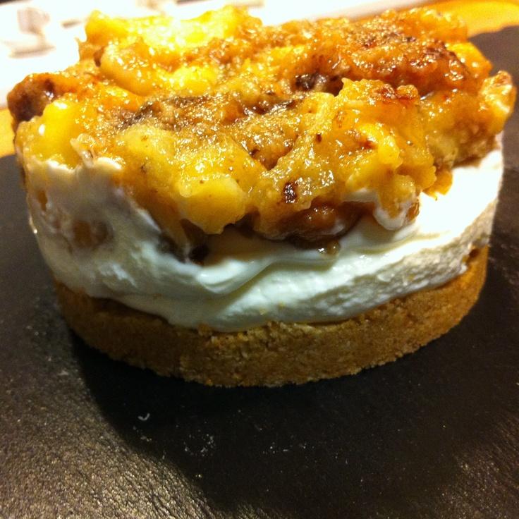 É uma bolacha com coiso-cream e bananas Chiquita, amendoins La Cacahuette e Leite Condensado da Bela Holandesa. Aahh...as bolachas levaram óleo de noz, canela, pimenta e noz moscada, só para me armar em bom.