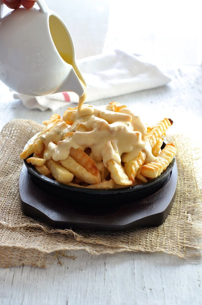 This Nachos Cheese Sauce does not harden when cooled, and doesn't split when reheated. Just 5 min to make, without using processed cheese. Keeps for a week in the fridge. #dip #cheese #nachos #sauce