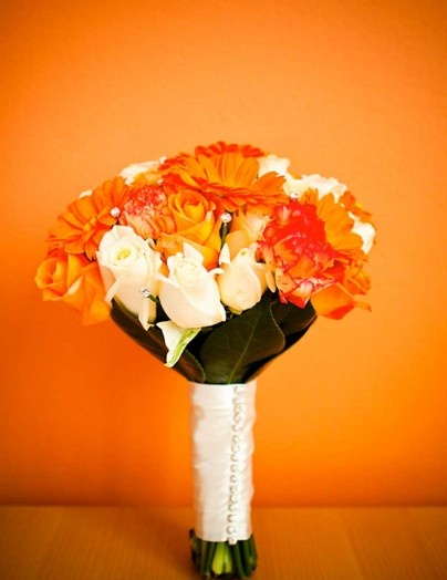 Orange and white #bouquet - photo by McKay Photography.