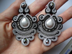 Love the colors of grey in these lovely soutache earrings.