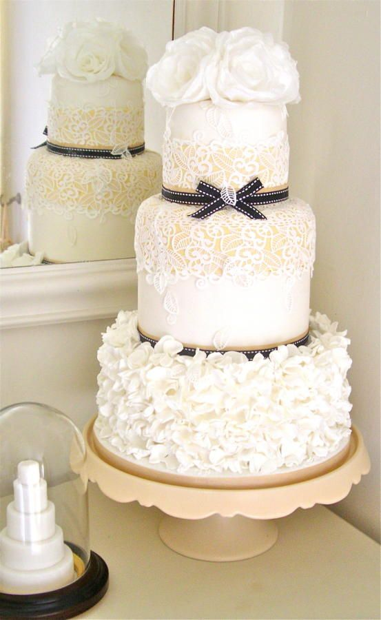 Elegant Wedding Cake Black