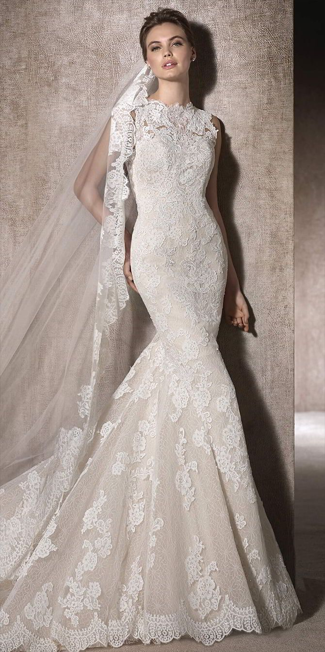 Marvellous, mermaid wedding dress, with crew neckline in tulle and embroidered tulle with lace appliqués, guipure and gemstones all over the dress.