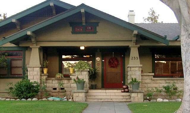 I love bungalow style homes!