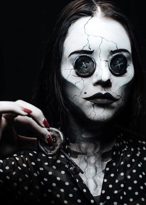 Other Mother from Coraline  Cosplay by alexandria bishop  photo by brandan lee keller #coraline #cosplayclass #othermothercosplay