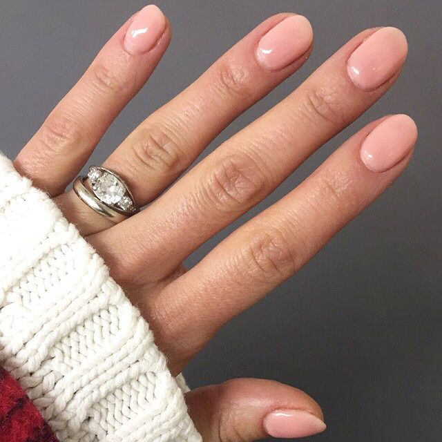 do you girls do gel or regular manis? I haven't gotten gel in ages and had forgotten how much I love it! - @racheljosilver  (color is Passion by @opi_products)