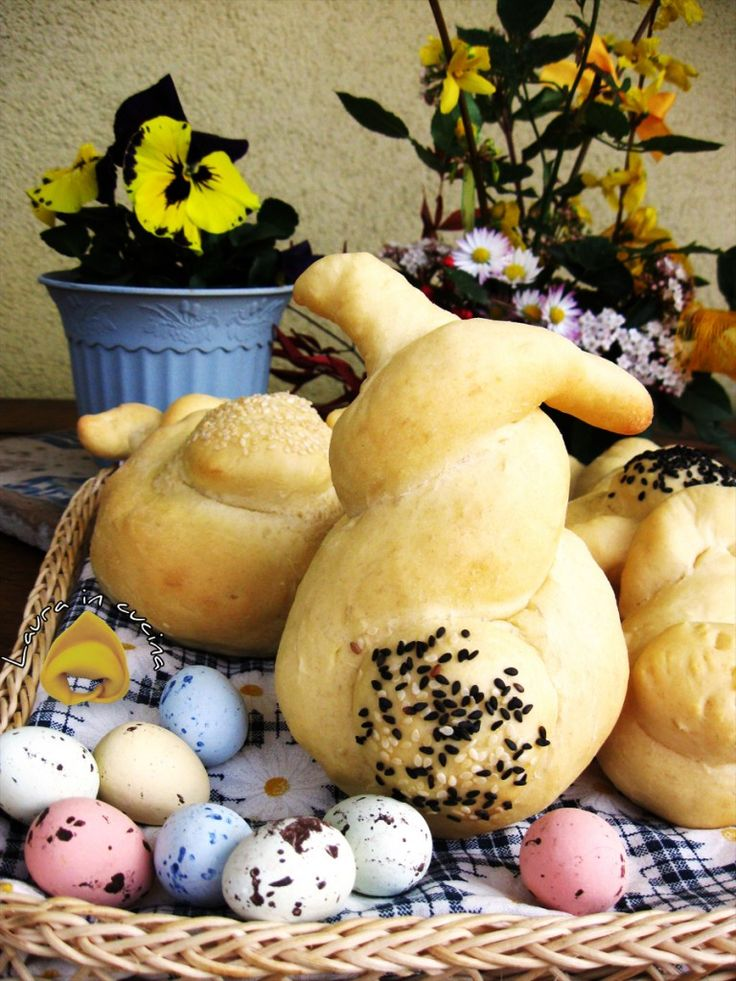 #Panini pasquali a forma di coniglio ricetta lievitati Someone is making my bunnies........