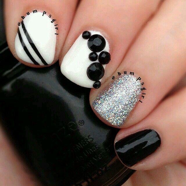 Nail art black white silver