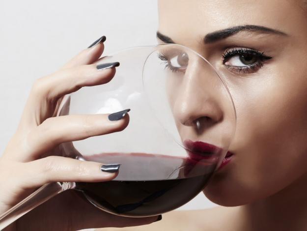 10 beneficios del vino tinto - 1. Cuida los dientes