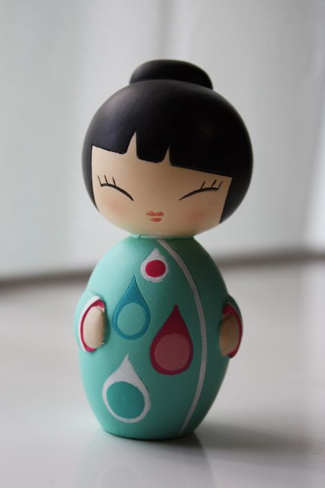 Turquoise Rain Drop Japanese Kokeshi Doll:  mouth detail