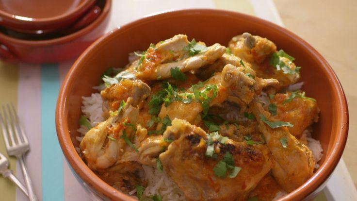 Pollo estofado | J'ai retiré le couvercle et ajouté 2 c. à table à la sauce 20 min avant la fin de la cuisson pour obtenir une sauce plus épaisse.