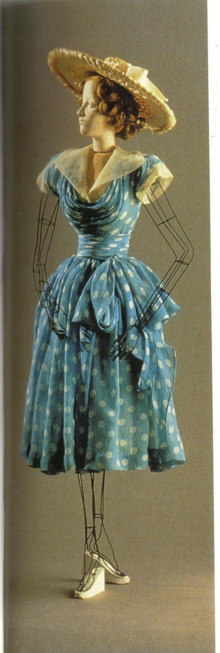 1945 Lucien Lelong blue dress. (Interesting mannequin.)