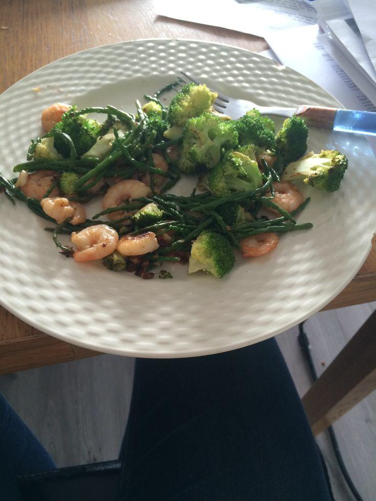 Jumbogarnalen met Broccoli en Zeekraal