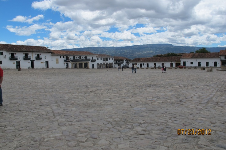 Villa de Leyva is a picturesque colonial town about three hours by car from Bogotá. It is known for its whitewashed houses and cobbled stone streets. Although you can see Villa de Leyva in one day, you can get a better feel for the town and its beautiful surroundings if you stay 2-3 days.