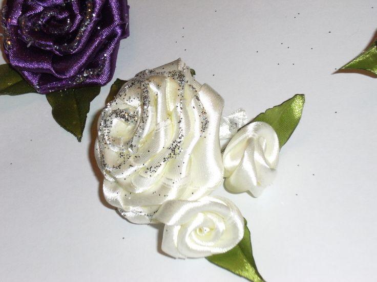 trandafiri realizati manual din saten!