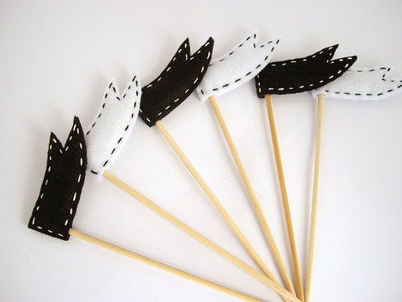 Black & senti drapeaux blancs cupcake toppers - décoration de fête anniversaire Pirate, cotillons - ensemble de six sur Etsy, 10,66€
