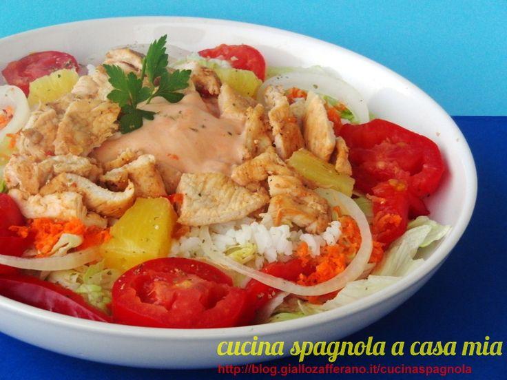 INSALATA CON POLLO, RISO, ANANAS E SALSA ROSA | Piatto unico facile: http://blog.giallozafferano.it/cucinaspagnola/insalata-con-pollo/