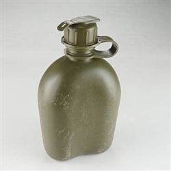 Olive Drab Plastic Water Canteen | 1qt | Used
