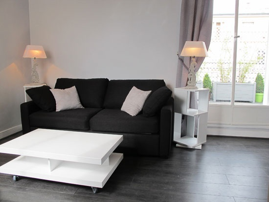 Civry - Studio apartment in paris, 25 m2, bathroom with shower and wc, on the 7th floor, with elevator, sleeps up to 2.  www.myparisrental.com