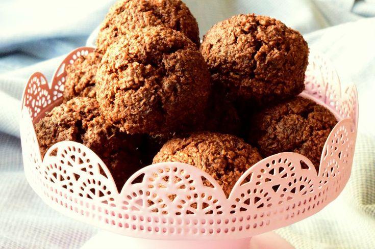 Bu kez evlerimizi çikolata ve Hindistan cevizi kokuları ile dolduruyoruz. Un yerine sadece Hindistan cevizi kullanıp nefis bir kurabiye hazırlıyoruz.