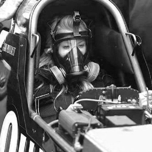 Leah Pritchett looks cute even with a Gasmask on her Face