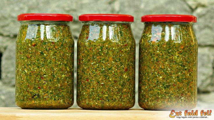 Manapság már a delikát és a vegeta sem az, ami régen volt. Arányaiban nézve már túl sok benne a só, tele van tartósítókkal, ízfokozókkal, színezékekkel és egyéb vegyi anyagokkal (Bővebb infó itt: moksa.hu). Mondhatni, majdnem hogy csak tömény só plusz adalékanyagok, és mégis háztartások millióiban használják még ma is (néha mi is), holott egy jó fajta ételízesítőt magunk is könnyedén elkészíthetünk házilag. Ha valaki ez ügyben böngészik a világhálón, akkor számtalan receptet találhat…