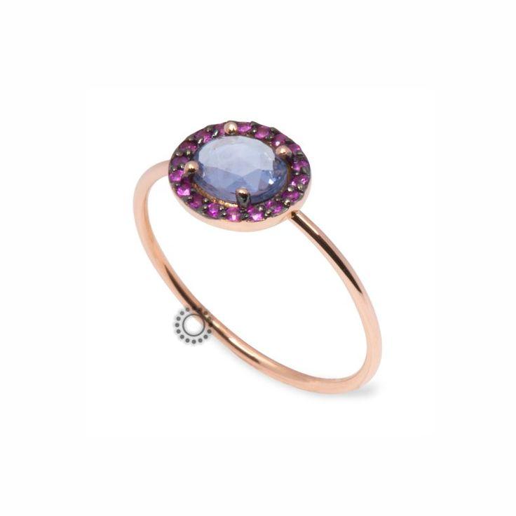 Μονόπετρο δαχτυλίδι από ροζ χρυσό Κ18 με μπλε ζαφείρι & μικρά ροζ ζαφείρια | Δαχτυλίδια με ορυκτές πέτρες ΤΣΑΛΔΑΡΗΣ στο Χαλάνδρι  #ζαφείρι #μονόπετρο #δαχτυλίδι