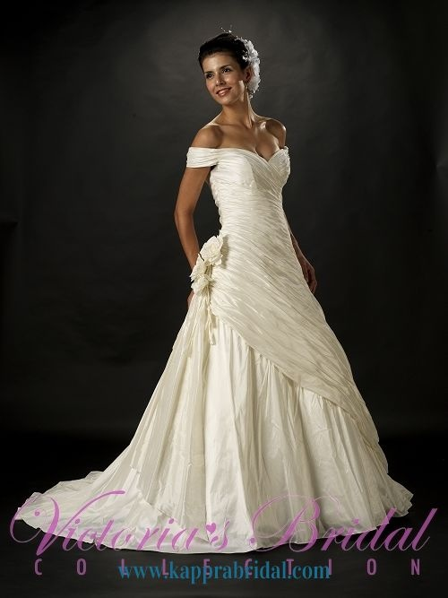 20 best images about victorian western wedding dresses on for Victorian inspired wedding dress