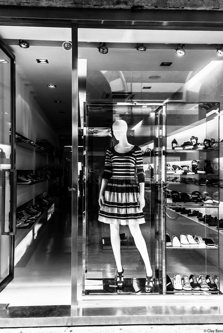 https://flic.kr/p/x6tVzT   il negozio di scarpe
