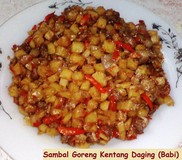 SAMBAL GORENG KENTANG DAGING  Sambal goreng kentang yang dimasak dengan daging babi. Yuk simak resepnya http://aneka-resep-masakan-online.blogspot.co.id/2015/11/sambal-goreng-lezat-dengan-kentang-dan.html