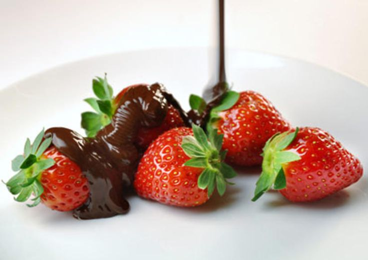 Chocolate-Dunked Strawberries  http://www.prevention.com/weight-loss/weight-loss-tips/diet-foods-weight-loss-snacks/chocolate-dunked-strawberries