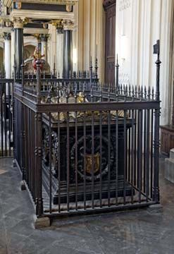 Lady Margaret Beaufort's tomb, a lavish creation that reflects Henry VII's love for his mother.