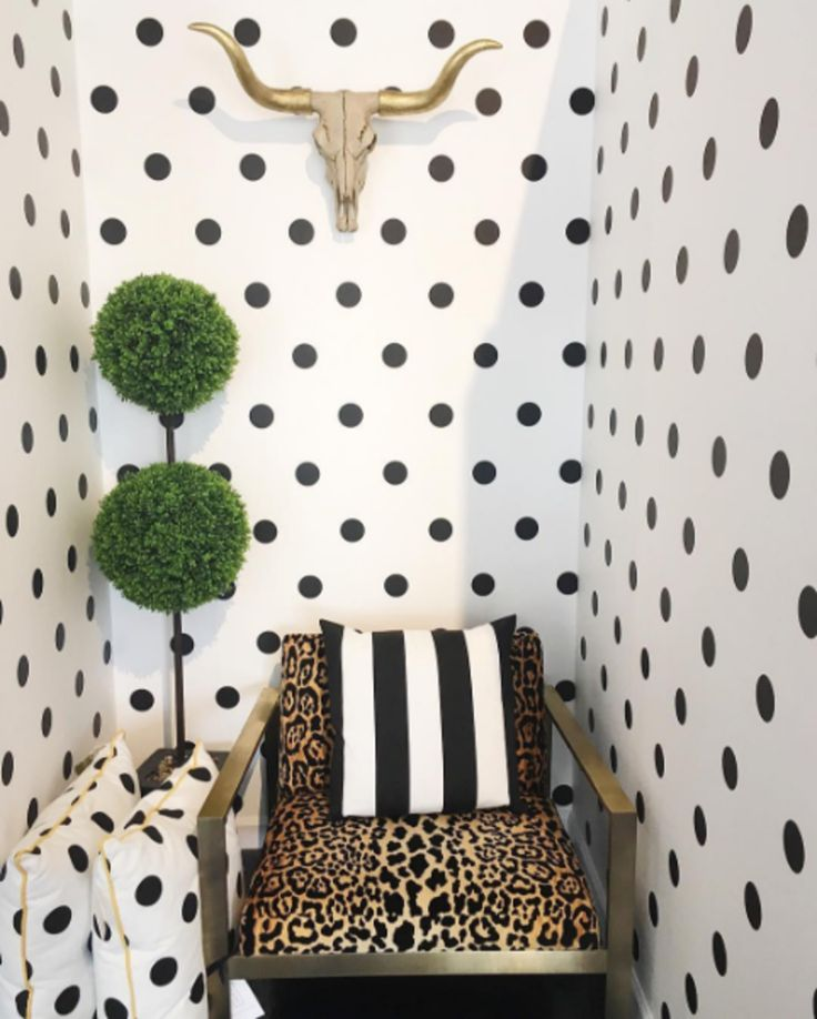 Polka dot wallpaper wallpaper powder room and apartments for Dots design apartment 8