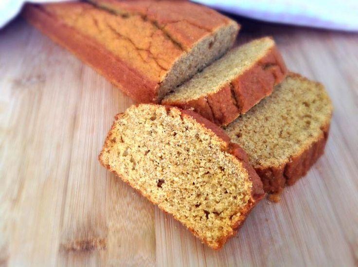 MISIR EKMEĞİ, Hazırladığım mısır ekmeğiyle aradığım orijinal tada son derece yakın mükemmel bir lezzet yakaladığımı rahatlıkla söyleyebilirim. Sadece mısır unu kullanarak hazırlanan ekmeği yapmak son derece pratik. Besleyici değeri son derece yüksek, yerken ağızda dağılan mısır ekmeğinin lezzeti karşısında bir dilimle yetinmekte zorlanacağınızı düşünüyorum. http://www.aylademir.com.tr/2014/11/misir-ekmegi.html