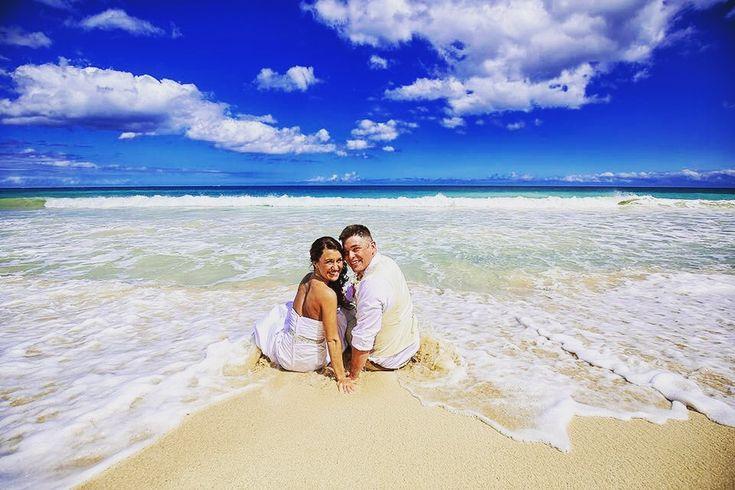挙式レポ🌺 . 友達の紹介で出会ったおふたり♡その瞬間お互いひとめぼれに・・・💍DanielとChrystalおめでとうございます💐 . ♥︎・。.。*♥︎*。.。・*♥︎*・。.。*♥︎ #weddingsofhawaii #ビーチウェディング #ハワイ #ウェディングフォト #ハワイウェディング #ビーチ #ゴープロのある生活 #女子旅 #美しい #ブライダル #フォト #インスタ #リゾート #白い砂浜 #ウクレレ #サーフィン #お土産 #ホテル #ハワイフェア #カメラ好き #旅 #旅行 #旅好き #海外 #ハク #サンセット #虹 #写真好きな人と繋がりたい #フォトジェニック  #エスクリ ♥︎・。.。*♥︎*。.。・*♥︎*・。.。*♥︎ 詳しくは☞ 【wedhawaii.jp】で検索🎶✨