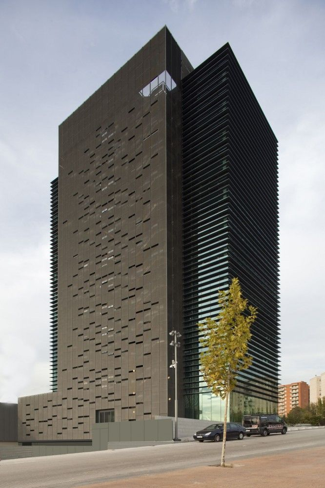 Superior Caja De Guadalajara Office Building / Solano U0026 Catalán