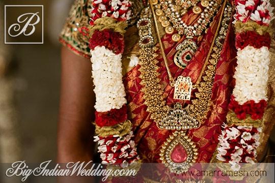 Bride Monisha's Wedding jewellery by Amar Ramesh Photography