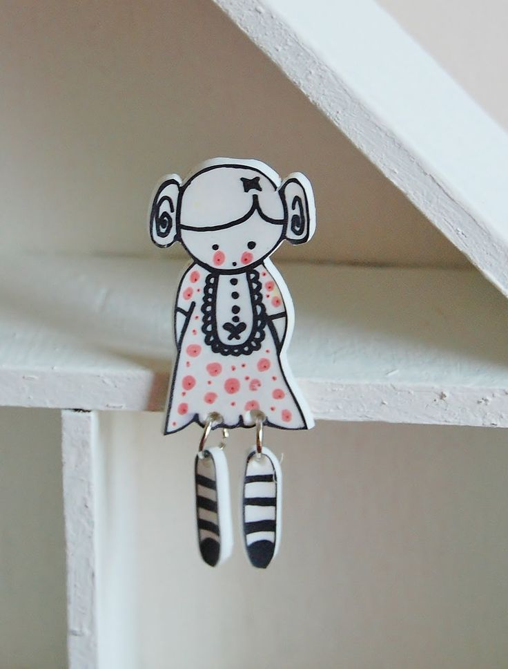 http://www.craftster.org/forum/index.php?topic=383754.0 Shrink plastic doll brooch