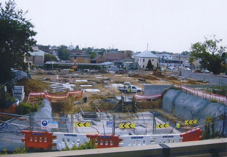 A new cultural facility was planned and commenced in December 2003 at the 300 George Street site in Windsor. This image was taken early 2004 looking towards Macquarie Street.