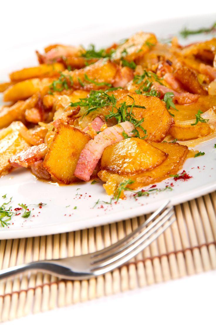 Pommes de terre avec fromage et bacon