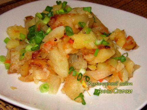 """Жаренная картошка с капустой  """"Жаренная картошка""""- согласитесь, звучит уже аппетитно. Сегодня хочу предложить вам мой любимый рецепт, как жарить картошку с капустой. Попробуйте и, я уверенна, вам непременно понравится! Ингредиенты:  Картофель Капуста Лук Морковь Масло растительное Соль Зелень"""